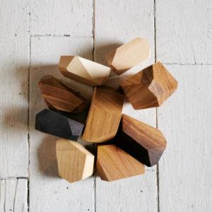 rocher en bois empillage